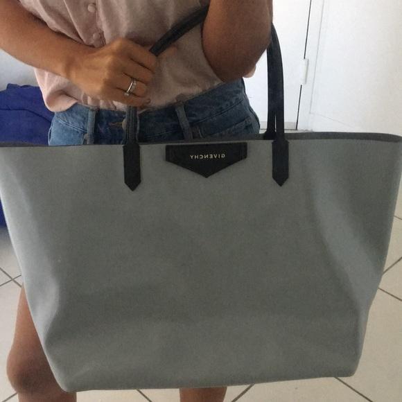 40bca16cec39c Givenchy Handbags - Givenchy antigona tote bag